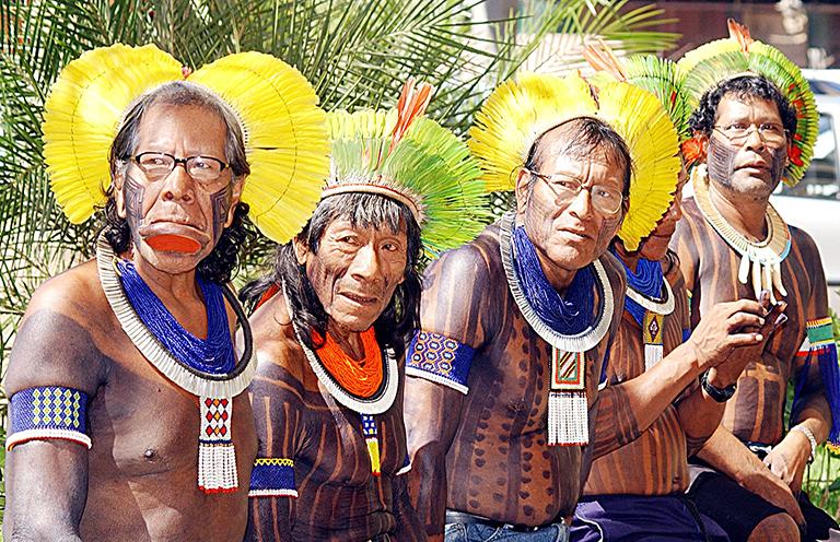 Daudzsugu Amazone: animisma un antropomorfisma satikšanās
